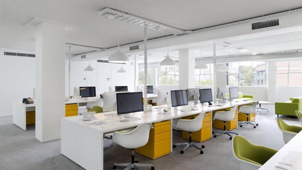 Nội thất cũ tạo ra không gian văn phòng độc đáo, theo ý thích riêng của doanh nghiệp