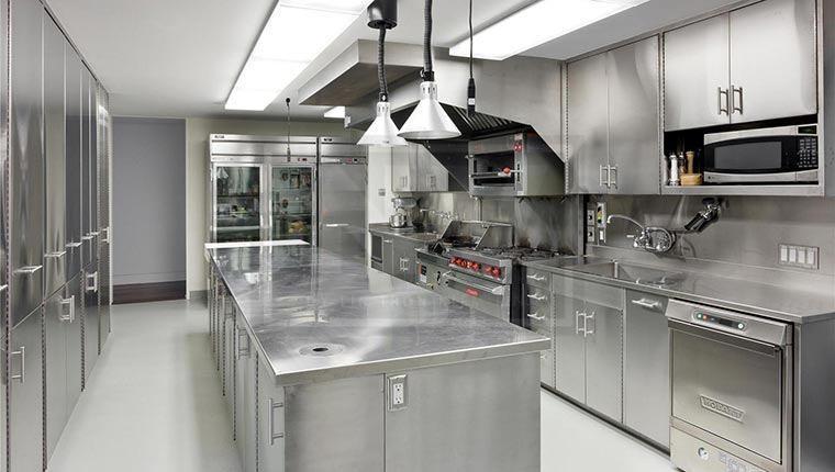 Bếp công nghiệp là khu vực nấu nướng, chế biến thức ăn